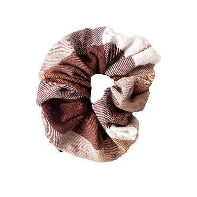 Elástico - Scrunchie  de Lã Xadrez Marrom