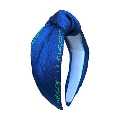 Turbante de Cetim Azul Bordado Love