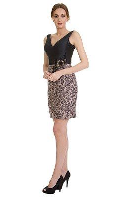 Vestido em crepe e renda com aplicação bordada