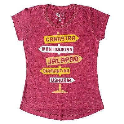 Camiseta Feminina Placa Destinos Bordô