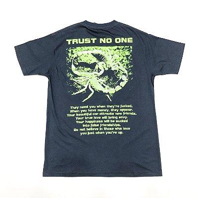 "Camiseta DirtyBlood ""Trust No One"" - Cinza"