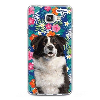 Case de celular com fundo floral