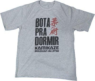 Camiseta Bota pra Dormir kamikaze