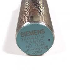 Sensor Prox. Indutivo  M18 Faceado - Alcance 5mm - Corpo Metálico  - Alim. 15 a 65Vcc Saida PNP/NA CONECTOR 3RG40133AB00