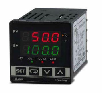 Controlador de temperatura DTB tipo avançado com Largura 48mm e Altura 48mm com Alimentação 24Vdc. 2 Saídas em relé. Entrada em Termopar e RTD. Display DELTA DTB4848RR-D