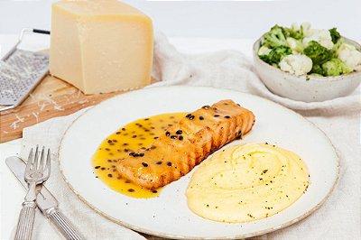 Salmão com Maracujá + Purê de Batata + Legumes 450g | Porção Individual  | Produto congelado e acondicionado a vácuo