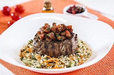Filé Mignon ao Molho de Tomate + Quinoa com Legumes 300g | Porção Individual | Produto congelado e acondicionado a vácuo