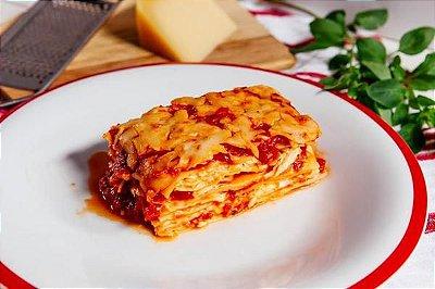 Lasanha de Muçarela c/ Molho de Tomate 500g | Serve duas pessoas | Produto congelado e acondicionado em bandeja