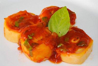 Rondelli  de mussarela e ricota ao molho de tomate pelado e manjericão fresco 100g
