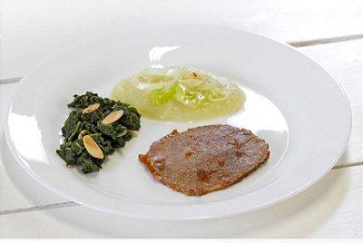 Carne Assada + Espinafre com Amêndoas + Purê de Cenoura com Gengibre