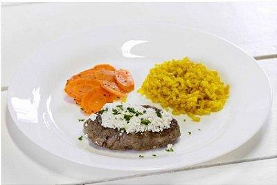 Filé Mignon com Cottage + Cenoura Salteada + Arroz Integral com Cúrcuma 300g | Porção Individual |Produto acondicionado a vácuo