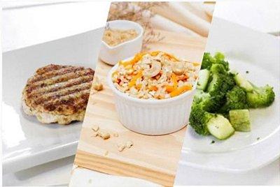 Hambúrguer de Frango + Arroz Integral com Cenoura + Brócolis 300g | Porção Individual | Produto acondicionado a vácuo