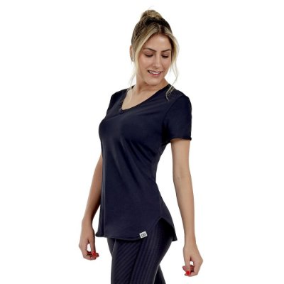 T-shirt Feminina Skin Fit Alongada Preta - Alto Giro