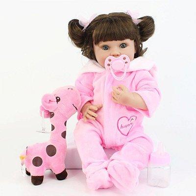 Bebe Reborn Hilary com 40cm Inteira com Silicone, Acompanha Girafinha em Pelucia