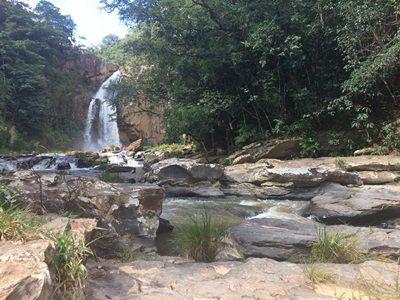 Passeio de  4x4 - Cachoeira Fecho da Serra e Lagoa Dourada: 3 horas de duração p/ 4 pessoas.