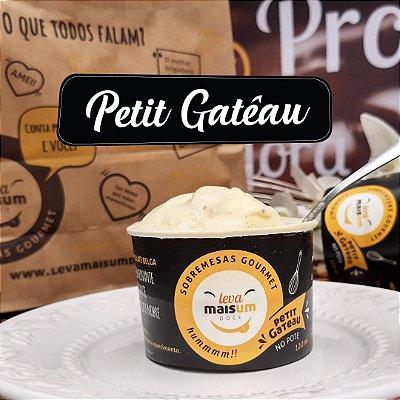 Petit Gâteau de chocolate branco e sorvete de creme