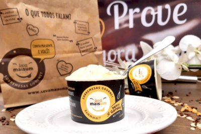Petit Gâteau de chocolate branco limão siciliano e sorvete de creme
