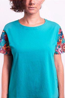 Camiseta Confort Aqua Lilium com Estampa Floral de Lírios