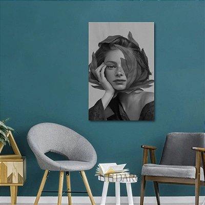 Quadro Abstrato Ilustração Mulher com Folha P&B