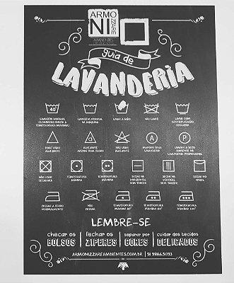 Placa com instruções para lavar roupas
