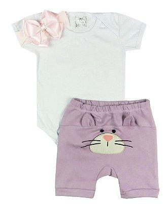 Kit Bebê Body Branco + Shorts Saruel + Faixa Meia Rosa Bebê
