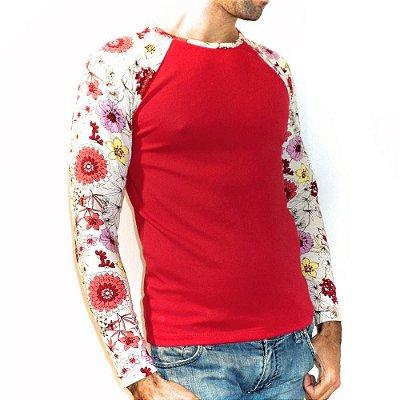 Camiseta manga longa raglan floral masculina vermelha. Leve e estilosa.