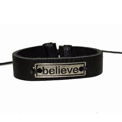 Pulseira masculina em Couro legítimo. Believe: acredite em você e siga em frente.
