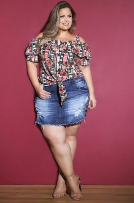 Short saia com correntinha lateral