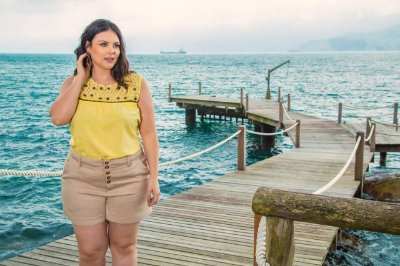 Blusa plus size com bordado