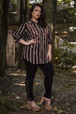 Camisa Plus size com bordado