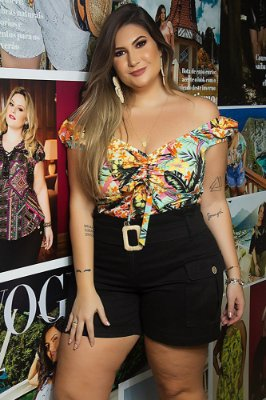Short com bolso plus size