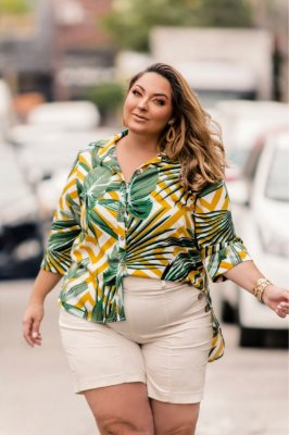Camisa estampa tropical manga 3/4 plus size