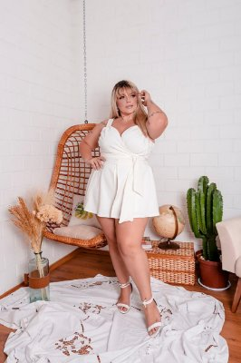 Conjunto de cropped e short saia plus size