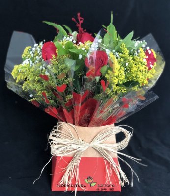Buquê na Caixa com 6 Rosas Vermelhas