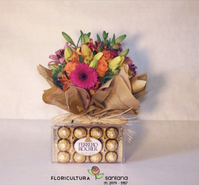 Arranjo de Flores com Ferrero Rocher