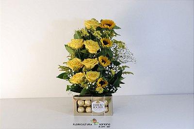 Arranjo de Rosas e Girassóis com Ferrero Rocher