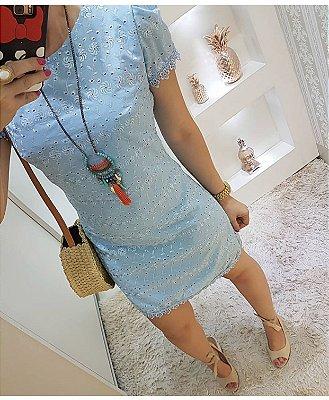 Vestido lê-se azul