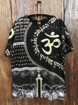 Camiseta Indiana Masculina Mantra Om Preta