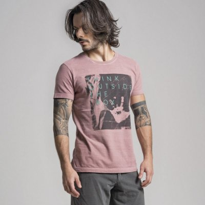 CAMISETA STONE THINK OUTSIDE THE BOX - GOIABA
