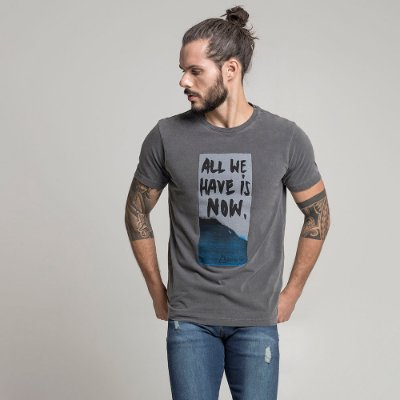 CAMISETA STONE ALL WE HAVE IS NOW CHUMBO