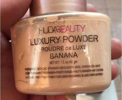 HUDA BEAUTY BANANA POWDER