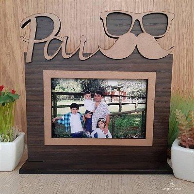 Porta Retrato Pais em MDF madeirado com apliques em MDF cru. Para foto 10x15