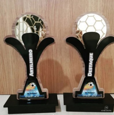 Troféu Personalizado Futebol em MDF 6mm, com sobreposições em acrilico dourdo espelhado e acrilico cristal, com 30cm altura