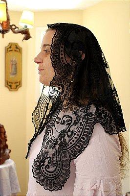 Mantilha Montserrat (preta e branca)