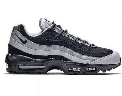 Tênis Nike Air Max 95 Preto e Branco