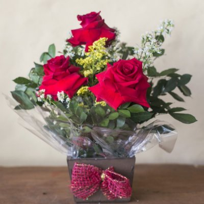 Arranjo com 3 rosas colombianas