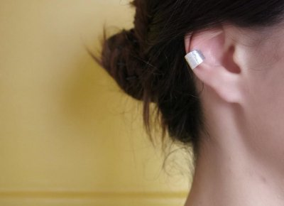 EAR CUFF CHAPA LARGA BATIDA