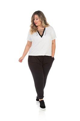 Blusa Em Poliéster Branca Com Detalhe Em Ilhós Plus Size