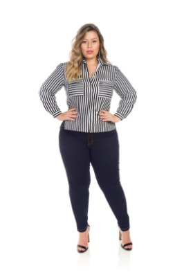 Camisa Em Crepe Listrada Com Bolso Plus Size