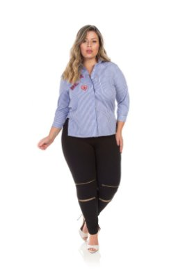Camisa Em Tricoline Estampada Com Patch Plus Size